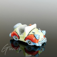 Feve Oui Oui 1996 La Voiture Miniature Porcelaine - Cartoons