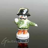 Feve Oui Oui Le Gendarme 1996 Miniature Porcelaine - Cartoons