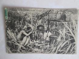 Cochinchine  . Coolies Prenant Leur Repas Dans Une Plantation D Ananas - Viêt-Nam
