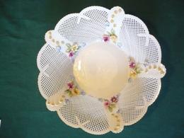 Porzellan - Feiner Flechtkorb Mit Aufgesetzten Blüten  (574) - Porzellan & Keramik