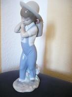 Porzellan-Figur - Junge Mit Rosenkorb  (579) - Lladro (ESP)