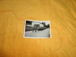PHOTO ANCIENNE DATE ?. / TROUPE ALLEMANDE / LIEU NON SITUE CAFE RESTAURANT DU SQUARE. - Krieg, Militär