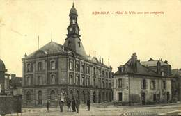 10 ROMILLY / HOTEL DE VILLE AVEC SON CAMPANILE / A 244 - Romilly-sur-Seine