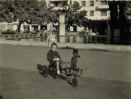 050918 - PHOTO 1959 - 69 VILLEURBANNE Jouet Tricycle Vélo Enfant - ? Mickey Mouse Dysney ? - Villeurbanne