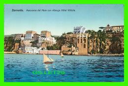 SORRENTO, ITALIE - PANORAMA DAL MARE CON ALBERGO HÔTEL VITTORIA -  A. DE LUCA, GALLERIA ARTISTICA - - Napoli (Naples)