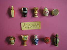 Serie Complète De 10 Fèves En Porcelaine  Liseret Or - VASES D' EXCEPTION I - 1999 ( Feve Miniature Figurine ) - Charms