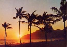 Rio De Janeiro - Brasil - Por Do Sol Na Praia De Lerbon - Formato Grande Viaggiata – E 7 - Cartoline