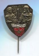 Mieszko I. & Doubravka 966 - 1966. Christianization Of Poland, Vintage Pin, Badge, Abzeichen - Celebrities