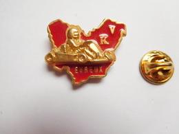 Superbe Pin's En Relief , Karting , KV Evreux , Département De L' Eure , Version Rouge - Badges