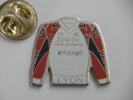 Pin's - Sport Maillot De LYON Sponsors CANAL+ Et ZENITH Data Systems - Football