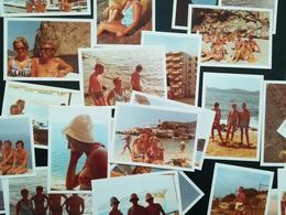 SANTA PONSA ESPAGNE PERSONNES À LA MER PLAGE MAILLOTS AUTOMOBILES LOT 28 PHOTOS RECTANGULAIRES BORDS BLANCS ANNÉE 1972 - Luoghi