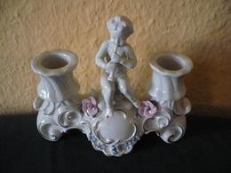 2-Falmmiger Porzellan-Leuchter - Mittig Mit Putti  (592) - Other