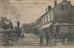 TRAIN ARRIVANT EN GARE DU CAMP DE CHALONS SUR MARNE - ENTRÉE DE MOURMELON LE PETIT - LOCOMOTIVE  VAPEUR - Stations With Trains
