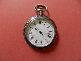 Montre Gousset Quartz - Chiffres Romain - Verso Ciselure Argent Motif Fleurs Sur Noir - Horloge: Zakhorloge