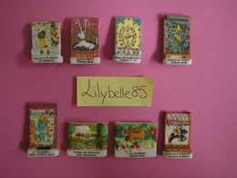Serie Complète De 8 Fèves En Porcelaine Mate - TAPISSERIES ANCIENNES 2006 ( Feve Miniature Rare ) - Charms