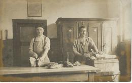 Bouchers Devant Leur étal - Découpage - Boucher - Boucherie - Artisanat