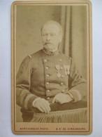 Militaria - Photographie Albumine CDV  Officier - N° 32 Sur Col - Médailles  Décorations- 1884 - Photo Blanc, Paris  TBE - Photographs