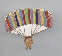 PINS PIN'S MONTGOLFIERE SPORT PARACHUTISME EGF 28 X 32 MMS - Parachutisme