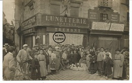 NARBONNE. CARTE PHOTO. Manifestation Devant Le Magasin Optique TREMONT. Trouble Du Midi. - Narbonne