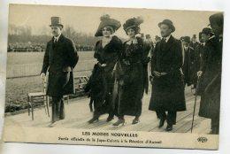 MODE Les Modes Nouvelles Sortie Officielle Jupe Culotte Réunion Auteuil Elegantes Jeune Femmes  Chapeaux   /D14-2016 - Moda