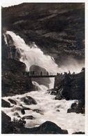 1 AK Norwegen * Briksdal Wasserfall Beim Briksdalen Gletscher - ältere Ansichtskarte * - Norvège
