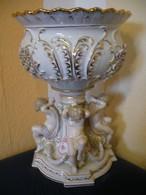 Großer Prunk-Tafelaufsatz Getragen Von 4 Putti  (615) - Porzellan & Keramik