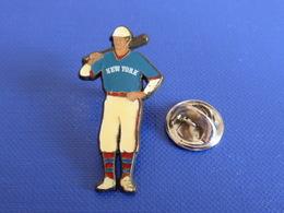 Pin's Base Ball Baseball New York - Joueur Batteur Vintage - Fab Corner (PS10) - Baseball