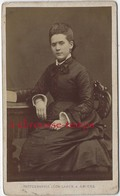 CDV En 1877- Spécial Mode -femme -photo Léon Caron Rue Des 3 Cailloux à AMIENS - Fotos