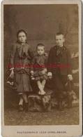 CDV Vers 1870- De Beaux Enfants En Habits Du Dimanche-mode Enfant-photo Léon Caron Rue Des 3 Cailloux à AMIENS - Photos