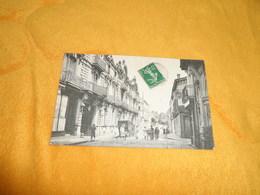 CARTE POSTALE ANCIENNE CIRCULEE DE 1912. / SAUMUR .- L'HOTEL DE LA PAIX ET LA RUE DACIER. / CACHET + TIMBRE - Saumur