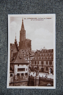 STRASBOURG - Le Pont Du Corbeau Et La Cathédrale . - Strasbourg