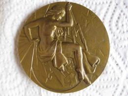 Médaille Syndicat General De La Construction Electrique, Femme Nue, à A.M. Giroud 1961 Par Pelletier - France
