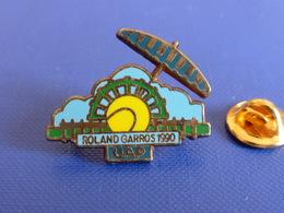 Pin's Tennis Roland Garros 1990 - Assurance UAP - Parasol Balle Jaune - Internationaux De France (PL12) - Tennis
