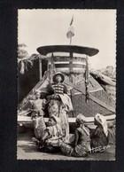 Congo / Lifoula,région De Brazzaville / Enterrement D'un Roi Bateké,Catafalque Et Notable .... - Kongo - Brazzaville