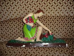 Statue Signée En Plâtre De Romeo Gregori_ Jeune Femme Cueillant Un Bouquet Style Années 20 - Autres