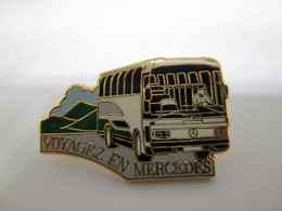 PIN'S    Autobus  MERCEDES  Arthus Bertrand - Mercedes