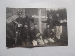 GUERRE 14 / 18 CP PHOTO SOLDATS  CLASSE 1909 18 Eme 57 Eme & 144 Eme REGIMENTS D INFANTERIE NON ECRITE - Fotos
