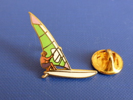 Pin's Planche à Voile - Windsurf - Fab Tablo (PQ14) - Badges