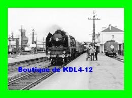 AL 517 - Train - Loco 141 P 119 En Gare - LAVAL - Mayenne 53 - SNCF - Trains
