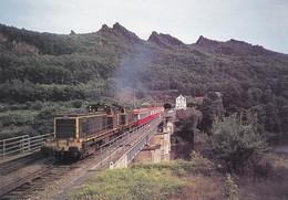 TRAIN--19---USSEL--un Omnibus Charleville-mézières-givet Constitué De 4 XR Deauville Et Tracté Par Une U.---voir 2 Scans - Eisenbahnen
