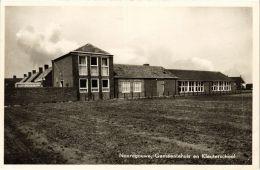 CPA Noordgouwe Gemeentehuis En Kleuterschool NETHERLANDS (728950) - Andere