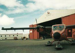 1 AK Antarctica Antarktis * Aerodromo Base Eduardo Frei (Chile) Twin Otter Vor Dem Hangar - King George Island - Ansichtskarten