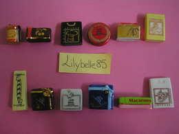 Serie Complète 12 Fèves PERSO En Porcelaine - Boulangerie NADAL - RUBANS ET BALLOTINS 2011 ( Feve Miniature Figurine ) - Charms