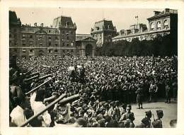 060918B - MILITARIA GUERRE 39 45 Libération De PARIS - PHOTO Foule Attendant Le Général De Gaulle Place Notre Dame - Guerre 1939-45