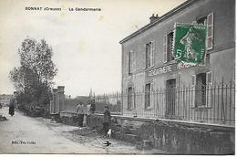 BONNAT LA GENDARMERIE ANIMEE DE GENDARMES ET ENFANTS CARTE RARE !  1910 EDITEUR VEUVE COFFIN - Other Municipalities