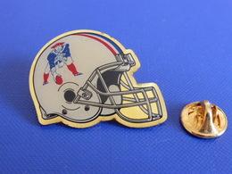 Pin's Foot Football Américain - Casque Des New England Patriots - NFL (PS62) - Badges