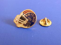 Pin's Foot Football Américain - Casque Mini Fringues Paris (PS36) - Badges