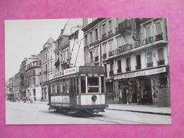 PHOTO TRAIN TRAMWAYS DE BELFORT MOTRICE DEVANT LA GARE 1951 CLICHE J.BAZIN - Treinen