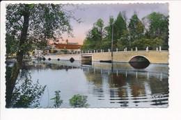 Carte De Belabre  Les Rives De L' Anglin Au Vieux Pont ( Format C.P.A )( Recto Verso ) état Moyen - France