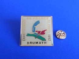 Pin's Championnat De France De Cross 1992 - Brumath - Course à Pied Athlétisme (PE7) - Athletics